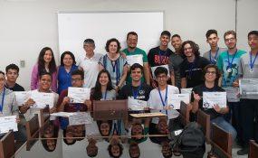Alunos do COLTEC que participaram da Olimpíada Internacional Matemática sem Fronteiras recebem medalhas